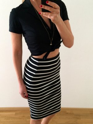 Neue Cropped-Bluse von Hallhuber