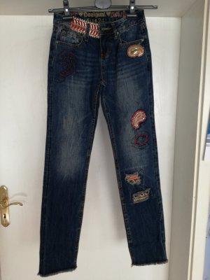 NEUE Desigual Jeans mit schönen Stickereien
