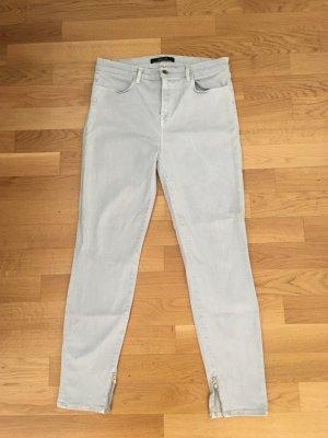 Neue eisblaue Jeans von jbrand, Größe 31. die Jeans ist schmal geschnitten und hat unten jeweils einen kleinen zipp