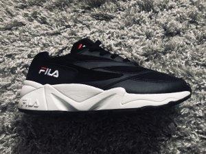 Neue Fila-Sneaker Gr 38