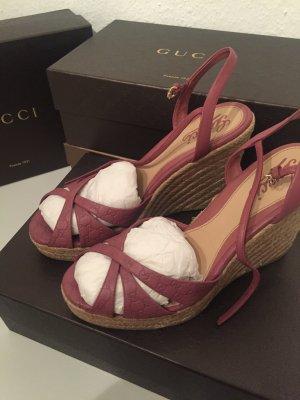 Neue Gucci Sandalen mit Keilabsatz