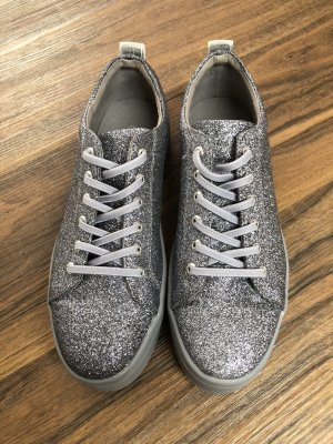 Neue GUESS-Sneaker