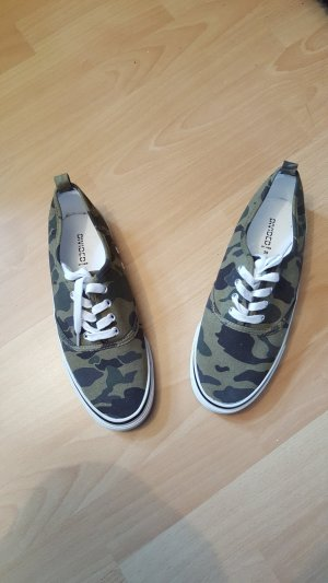 Neue Halbschuhe Military style