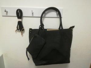Neue Handtasche in Schwarz mit Geldbörse