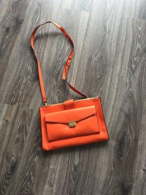 Neue Handtasche von Benetton