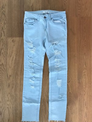 Neue, helle Jeans