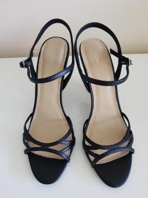 Neue High Heel Sandalette von COX