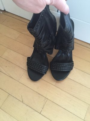 Neue High Heels mit geschlossenem Schaft