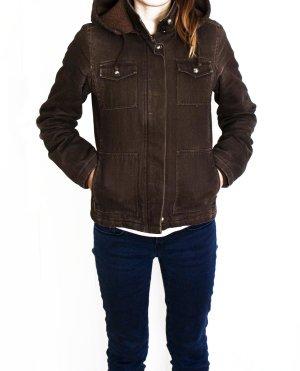 Neue Jacke mit Kapuze