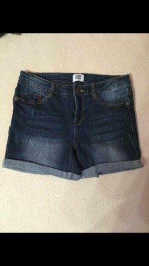 Neue Jeansshorts der Marke Vero Moda W27
