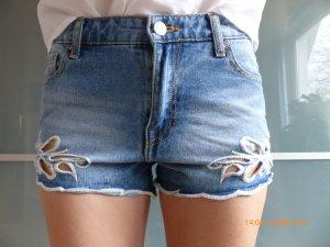 neue Jeansshorts mit floralem Stanzmuster Größe 34