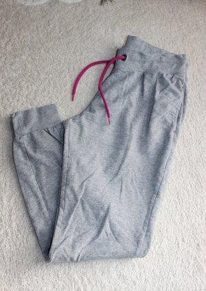 Neue Jogginghose in grau