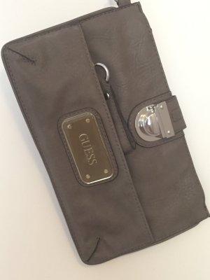 Neue kleine Leder Clutch von Guess