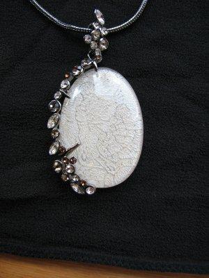 Cadena blanco-color plata