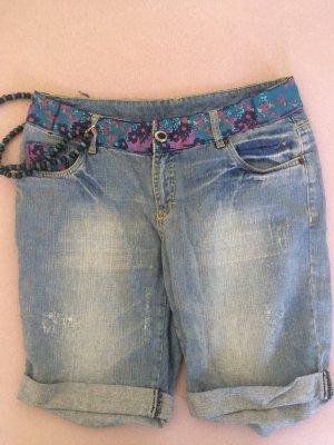 *Neue Kurze Jeanshose von Maui Wowie mit hübschen Applikationen*