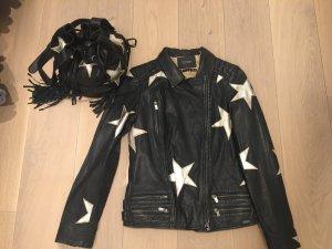Neue Lederjacke mit passender Tasche