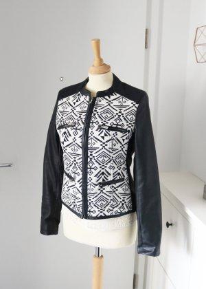 neue Lederjacke mit schwarz weißem Aztekenmuster M So Sweet
