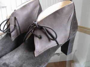 Scarpa stringata marrone chiaro-marrone