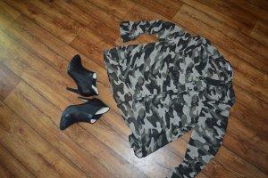 Neue leicht transparente Camonflage Bluse Gr. 42