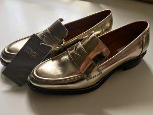 Neue Loafer aus Leder