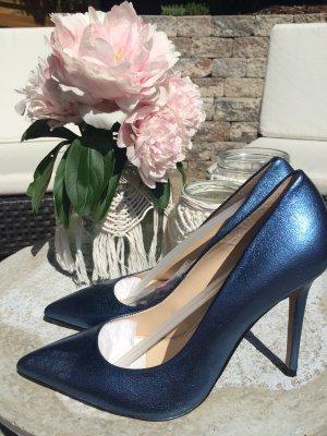 Neue, metallicblaue Lederpumps von Zara