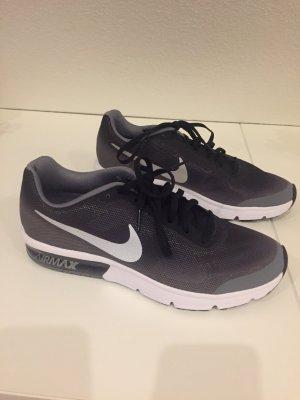 Neue Nike Air Max Schuhe in Größe 40, schwarz/Grau/metallic