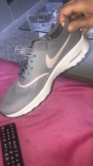 Neue Nike AirMax Thea Sneaker