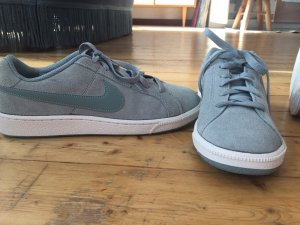 Nike Lace-Up Sneaker sage green