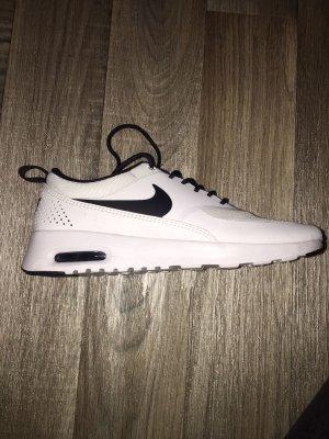 Neue Nike Schuhe Größe 38