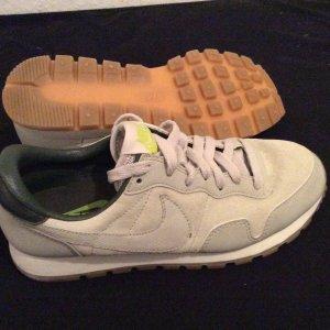 Neue Nike Schuhe in grau
