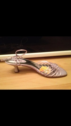 Neue offene Schuhe lila