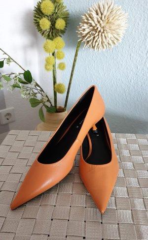 NEUE orange, spitze Leder-Pumps von Zara