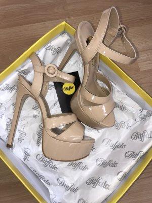 Neue Plateau heels