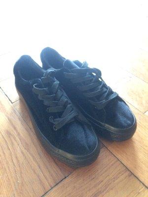 Neue Plateau Sneaker aus Samt, Schwarz