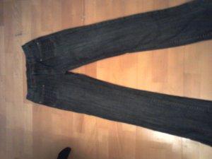 Neue Review Jeans im Used Look mit leichtem High Waist