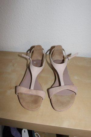 NEUE Rosa farbene Sandalen von Unisa