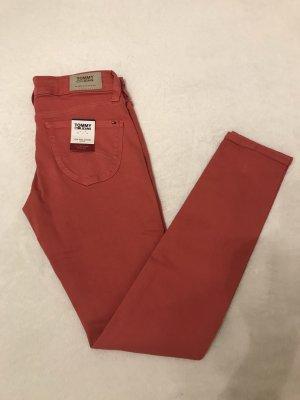 Neue rote Jeans von Hilfiger Denim