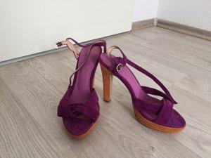 Neue Sandalen aus Wildleder