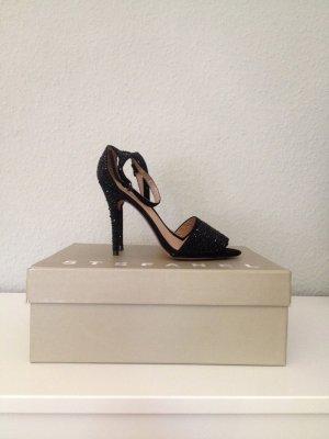Neue Sandalen mit Glitzersteinen von Zara