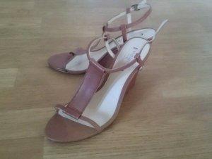 neue Sandalen mit Keilabsatz