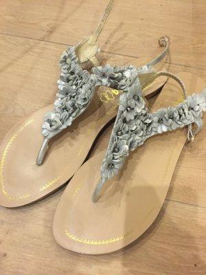 Sandalo toe-post crema-argento