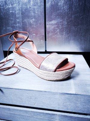 Neue Sandalen von Michael Kors Gr 40,5 Sandaletten Keilabsatz Plateauschuhe Echtleder schimmernd cognac gold