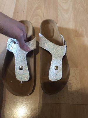Sandalias con talón descubierto blanco-color plata