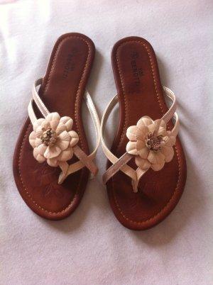 Neue Sandaletten mit Blume 40