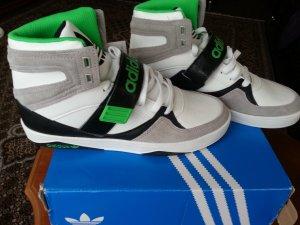 Neue schicke Adidas Sneakers