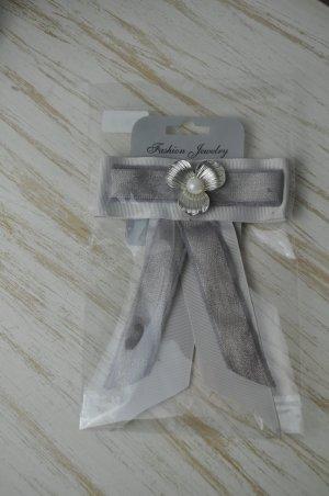 Neue Schleife /Brosche in grau