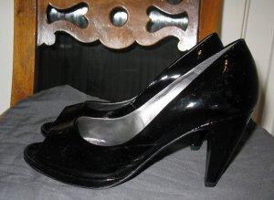 Neue schlicht elegante Peeptoes aus Lackleder, Made in Italy, EU37