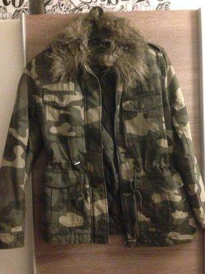 Neue schöne Camouflage Jacke mit Fell Gr.38