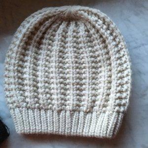 Neue schöne Mütze creme