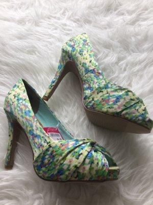 Neue Schuhe mit Etikett!!!